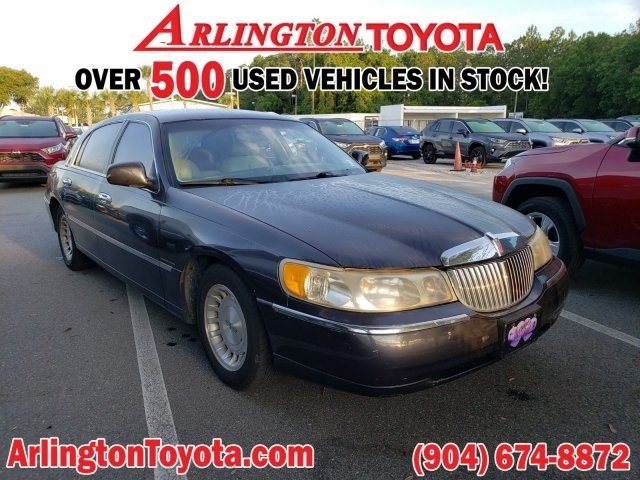 Pre-Owned 1998 Lincoln Town Car Executive