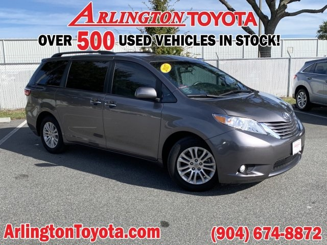 Pre-Owned 2017 Toyota Sienna XLE Premium
